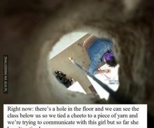 Dziura w szkolnej podłodze