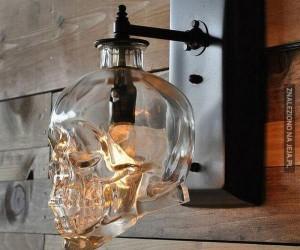 Lampa w kształcie czaszki