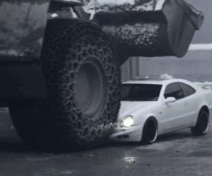 Samochód szefa przejechany przez zwolnionego pracownika