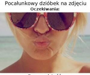 Pocałunkowy dzióbek na zdjęciu