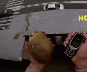 Nokia 3310 niezwyciężona