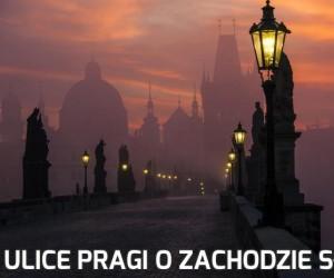 Ulice Pragi o zachodzie słońca