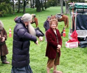 Gandalf i Bilbo na wyimaginowanych koniach