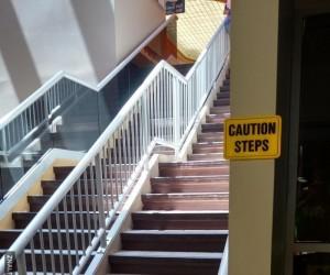 Uwaga schody!