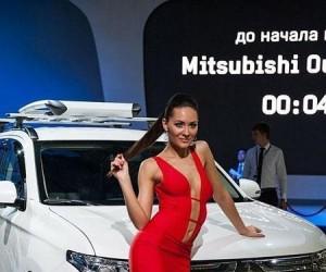 Ładne dziewczyny i szybkie fury - pokaz aut w Moskwie