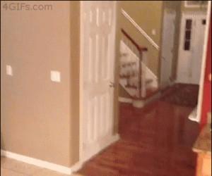 Jestem duchem, przecież nie mogę oberwać drzwiami...