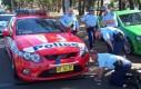 Ukryty w zderzaku policyjnego auta