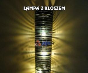Lampa z nietypowym kloszem