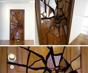 Coś jest nie tak z tymi drzwiami