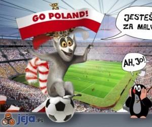 Krecik i Król Julian na meczu Polska-Czechy
