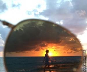Zdjęcie zrobione przez okulary przeciwsłoneczne