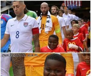 Dziecięca eskorta w amerykańskiej reprezentacji...