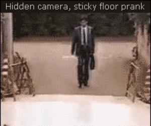 Ukryta kamera: klejąca podłoga