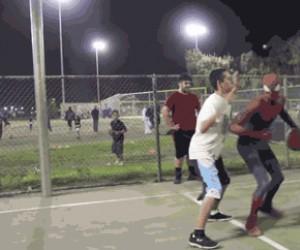 Ej, Spiderman, oszukujesz!