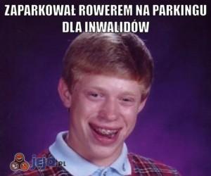 Zaparkował rowerem na parkingu dla inwalidów