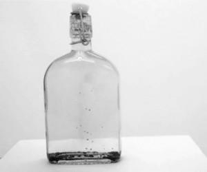 Magnetyczna ciecz w butelce