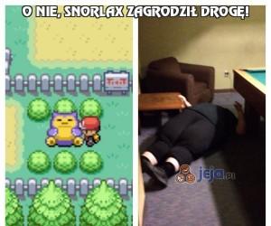 O nie, Snorlax zagrodził drogę!