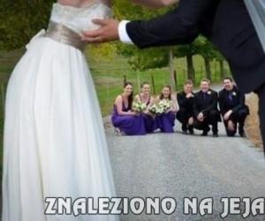 """""""Piękne"""" i """"romantyczne"""" zdjęcie ślubne"""
