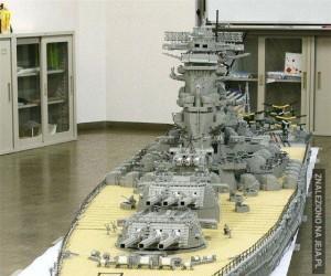 Megaokręt z Lego