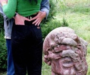 Kamienny podglądacz