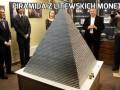 Piramida z litewskich monet
