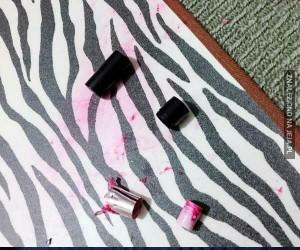 A któż to zeżarł moją szminkę?