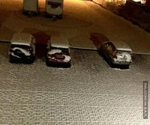 Śnieżne wzorki na kostce brukowej