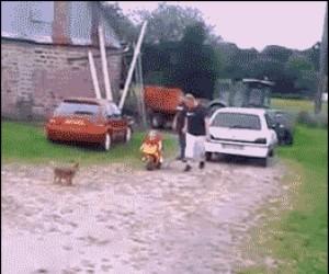 Przyszły kierowca motoru