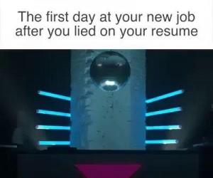 Kiedy nakłamałeś w CV i zaczynasz pierwszy dzień w pracy