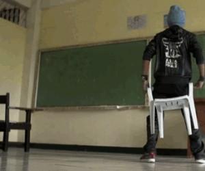Breakdance bez wstawania z krzesła!