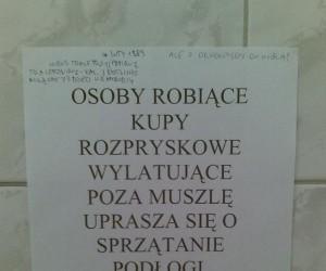 Ogłoszenie w toalecie