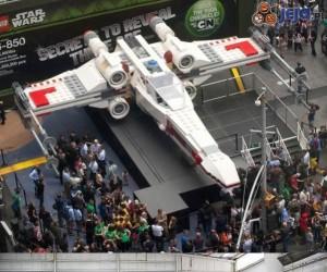 Ogromny X-Wing z klocków Lego