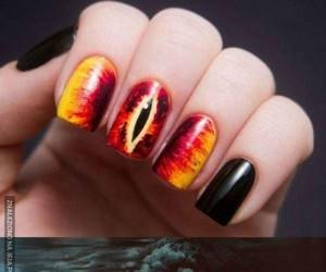 Manicure prosto z Mordoru