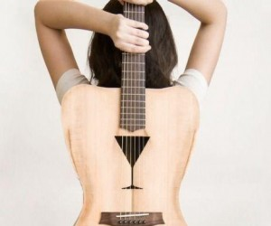 """Kobieca"" gitara"