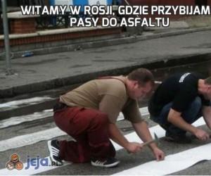 Witamy w Rosji, gdzie przybijamy pasy do asfaltu