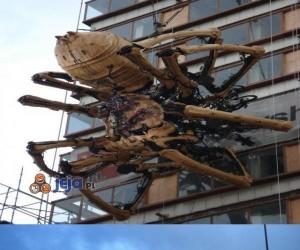Nauko! Wielki mechaniczny pająk? Serio?!