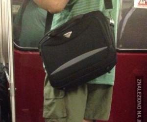 Przynajmniej nie ma sandałów ze skarpetami...