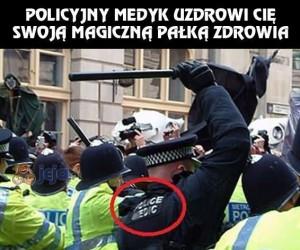 Policyjny medyk i jego czarodziejska pałka