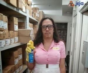 Żona zatrudniła nową sprzątaczkę