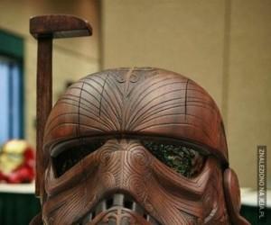 Drewniany hełm szturmowca