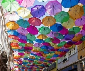 Ulica parasoli w Portugalii