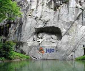 Lwia jama nad wodą