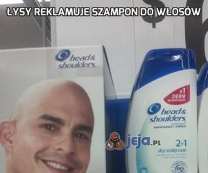 Łysy reklamuje szampon do włosów