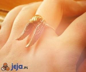 Pierścionek w kształcie Znicza z Harrego Pottera