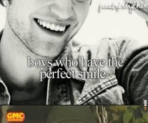 Chłopcy, którzy mają ładny uśmiech