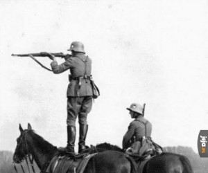 Niemiecki sposób strzelania z konia
