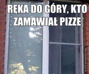 Je pizza przyjechała!