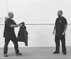 Jak naprawdę działa samoobrona przed nożownikiem