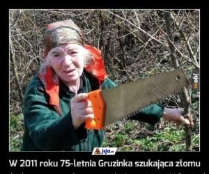 W 2011 roku 75-letnia Gruzinka szukająca złomu