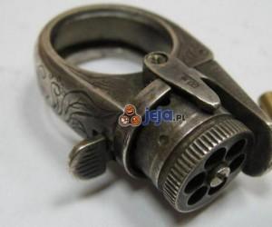 Pierścień z wbudowanym pistoletem z 1870 roku